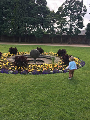 Tredegar-House-&-gardens-a-toddler-next-to-fountain