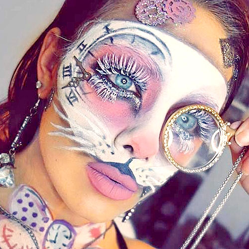 Increíble maquillaje de Halloween del conejito de Alicia