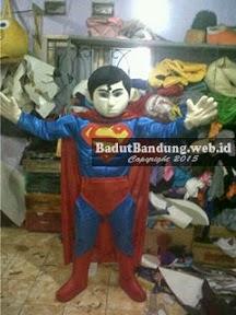 gambar kostum superman badut karakter