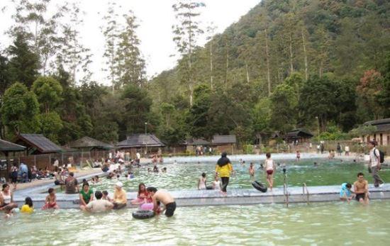 Pemandian air panas Cimanggu wisata alam bandung