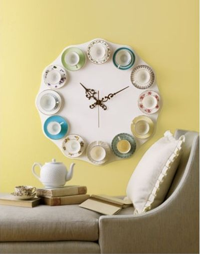 Tea time? This DIY teacup clock is a perfect vintage piece