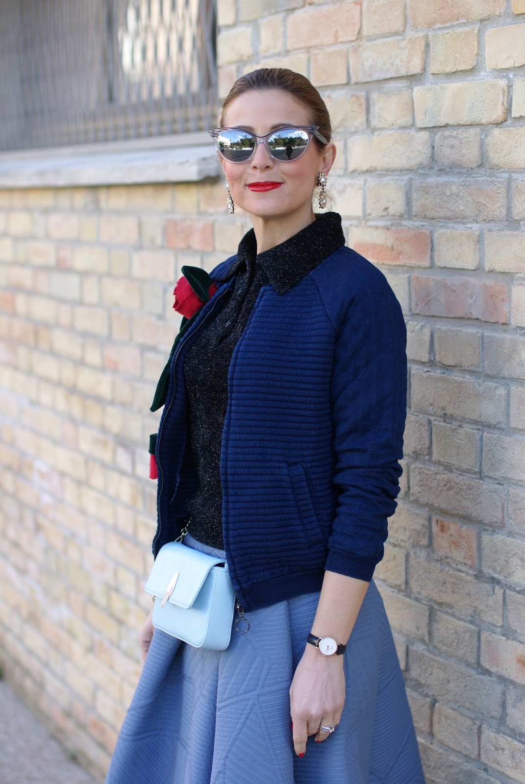 Valentine's day romantic outfit with bomber jacket, roses brooch from rose a pois on Fashion and Cookies fashion blog, fashion blogger style