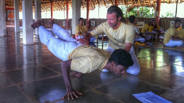 How to find a yoga teacher training in India