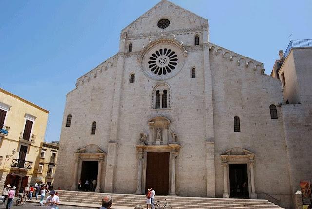 Catedral di San Sabino em Bari na Itália