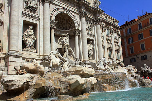 Trevi fountain - Italy