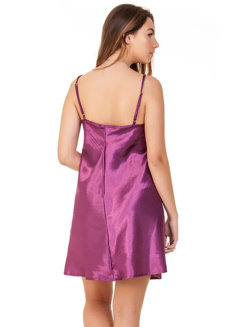 Vestido de cetim Up Close modelo sleep dress, camisola, que está super em alta, modelo regata com alças reguláveis