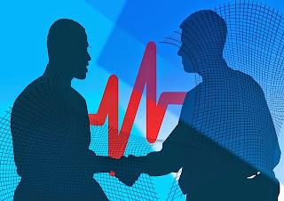 emprendedores dándose la mano
