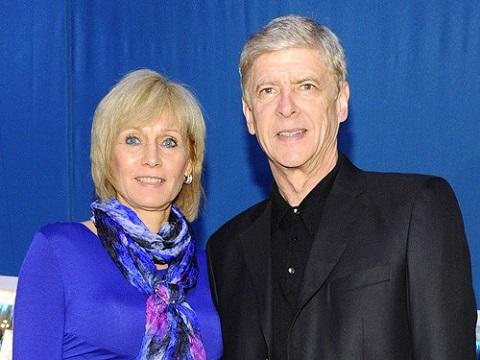 Trước kia, hai vợ chồng Wenger - Annie đã từng thân mật bên nhau.