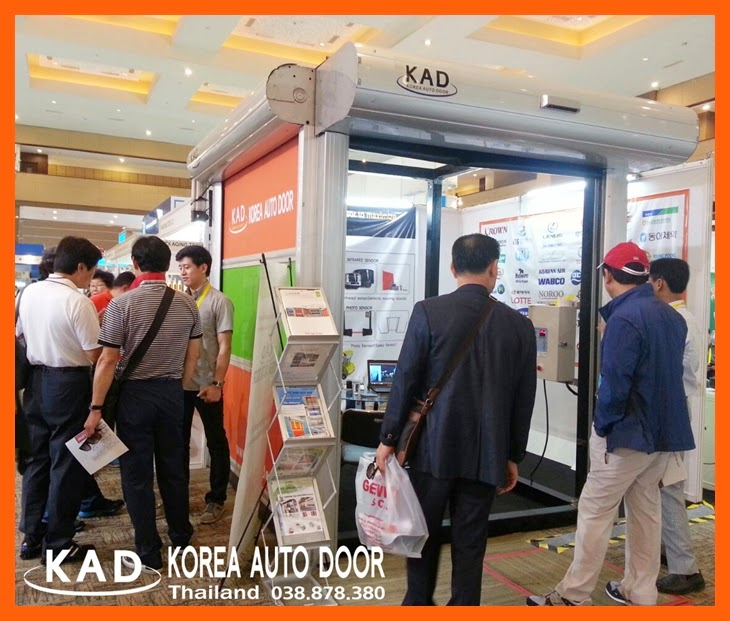 it shows many visitors standing in front of kad high speed door booth