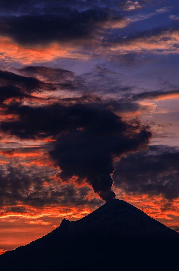 Smoking volcano Popo