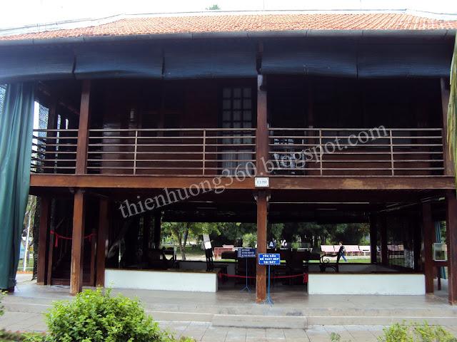Nhà sàn Bác Hồ: Xây dựng theo tỉ lệ 1:1 với nhà sàn chính thức của Bác ở Hà Nội