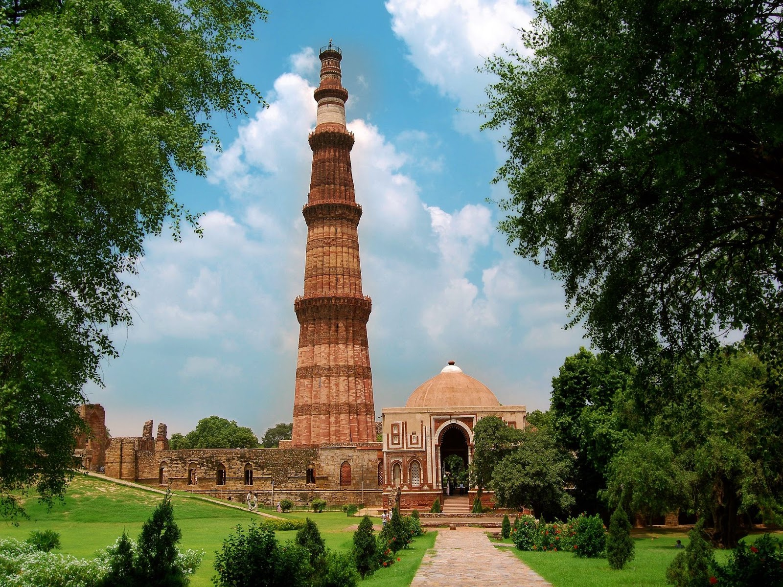 Top Historical And Holiday Destinations In India For Foreign Tourist