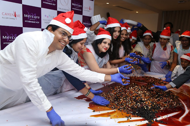 Cake MIxing at Mercure Hyederabad KCP-min