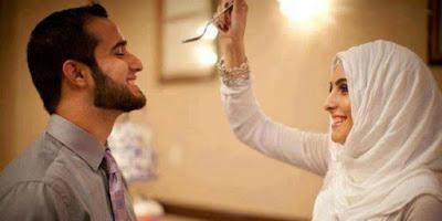 Inilah Sikap Istri Yang Akibatkan Rezeki  Suami Mengalir Barokah