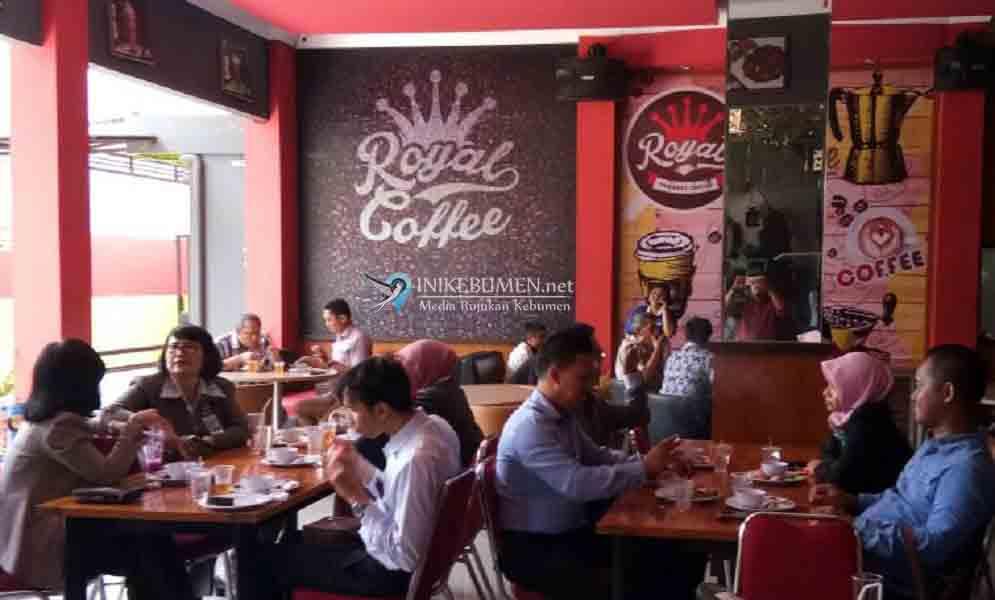 Hanya Rp 25 Ribu, Sudah Dapat Makan Siang Sepuasnya di Royal Cafe