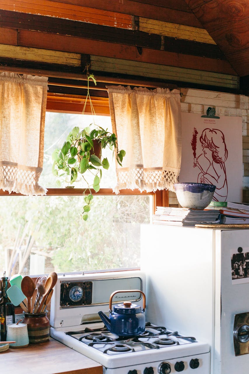 Moon to moon the home of portland tiny home of coralie hews for Kitchen library portland