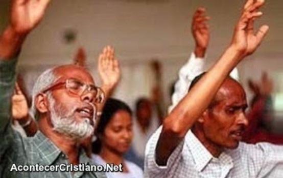 Cristianos en iglesia Argelia