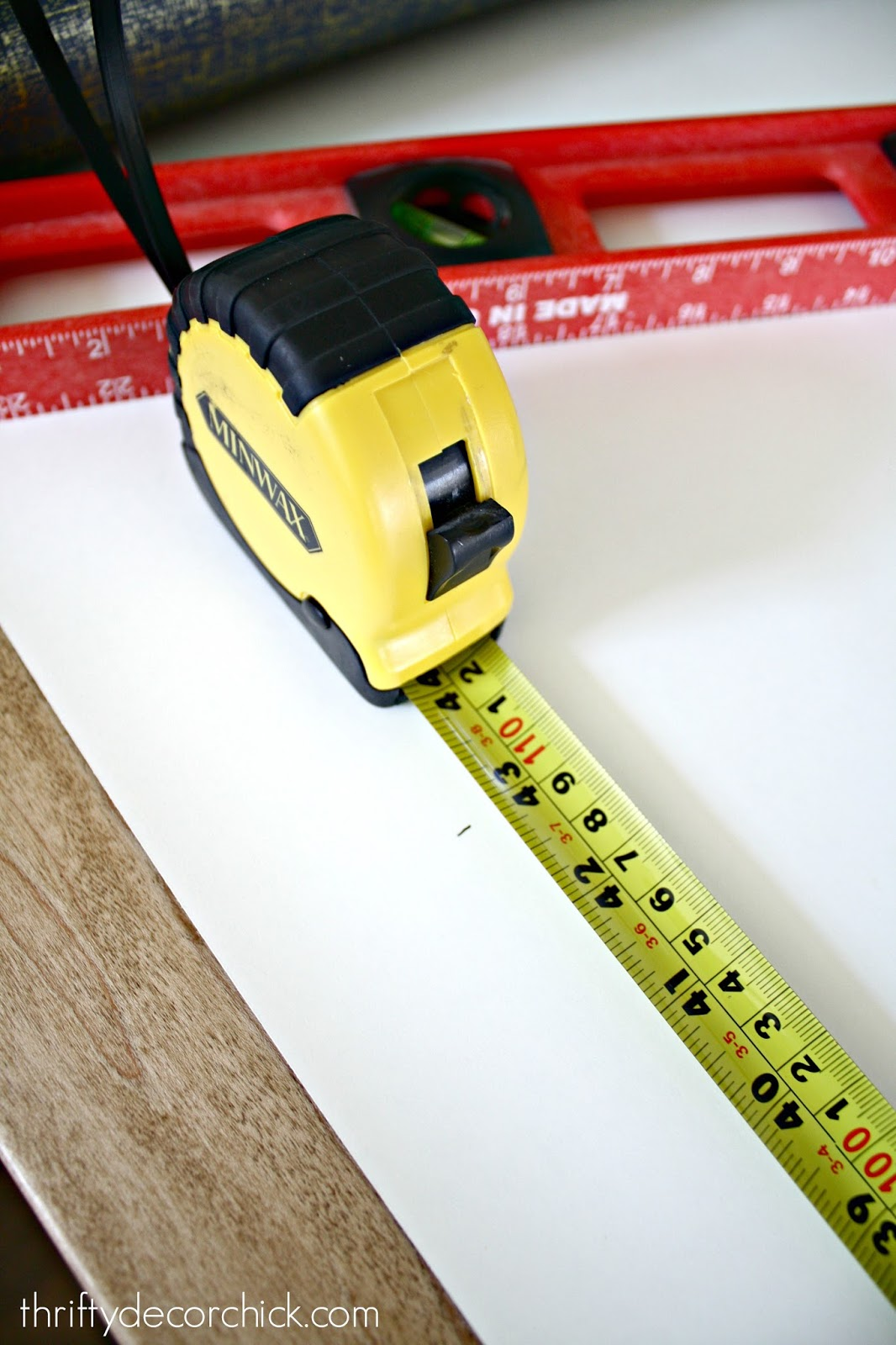 How to measure and cut wallpaper
