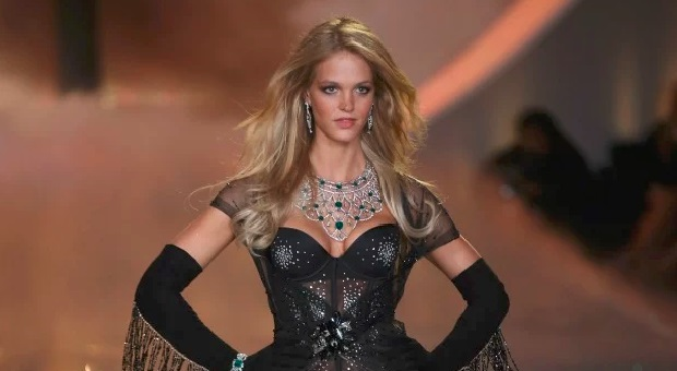 Top Model Dunia Erin Heatherton Menyatakan Bangkrut