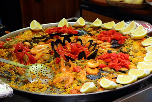paella dish in one of the best restaurants in barcelona, spain