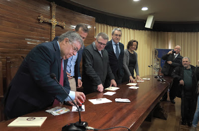 Presentación tarjeta y matasellos centenario Coronación Virgen de Covadonga