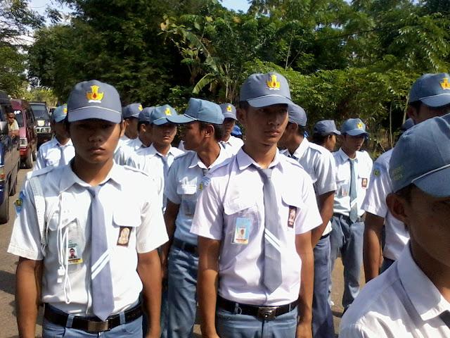 Berpartisipasi Dalam Lomba Gerak Jalan Sekecamatan Pasean Pantura - SMK Bustanul Ulum