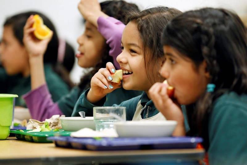 Crianças a comer