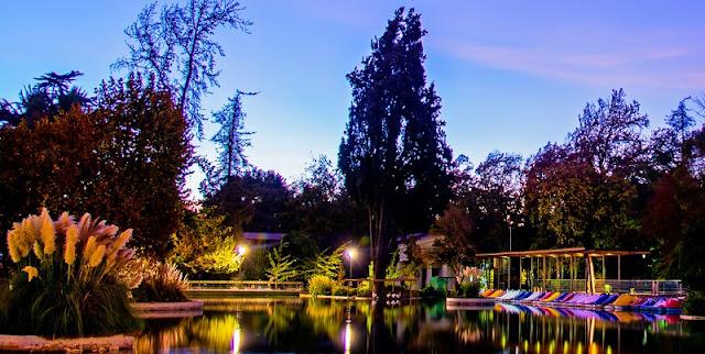 Passear pelo Parque Quinta Normal em Santiago no mês de novembro