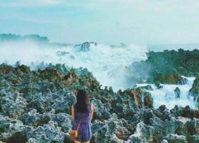 Keindahan semburan Ombak ke udara di Water Blow Nusa Dua