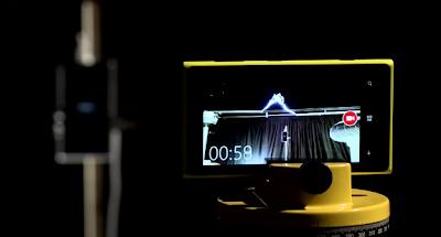 Φόρτιση τηλεφώνου μέσω αστραπής (βίντεο)