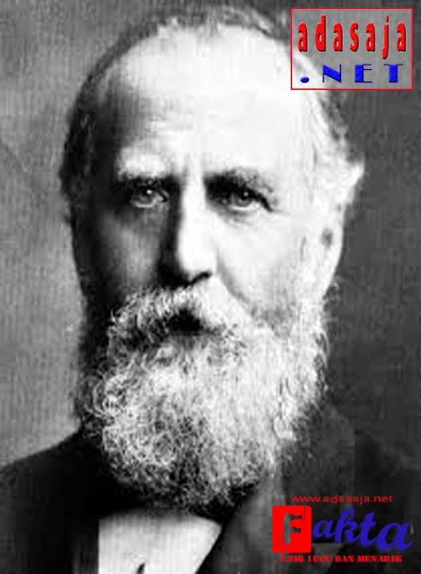 William Thomas Stead seorang yang meramalkan titanic bakan tenggelam
