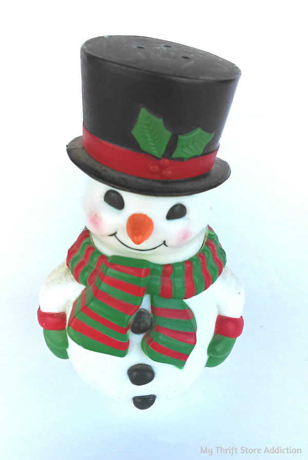 Vintage Avon snowman salt and pepper set
