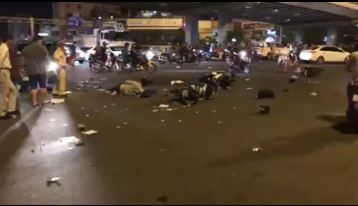 Người phụ nữ say xỉn lái BMW đâm liên hoàn 10 xe máy 1 ô tô làm 12 người bị thương nặng