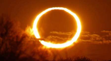 Melihat Gerhana Matahari Merusak Mata