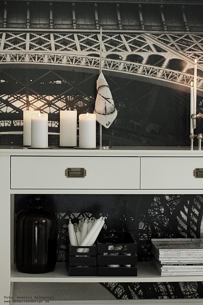 sidobord, sideboard, bord, avlastningsbord, ljus, peace, peacetecken, eiffeltornet, vägg, tapet, fototapet, mr perswall, hall, hallen, nagel ljusstake, ljusstakar, svart och vitt, svartvit, svartvita, blogg, inredning, inredningsblogg, bloggar,