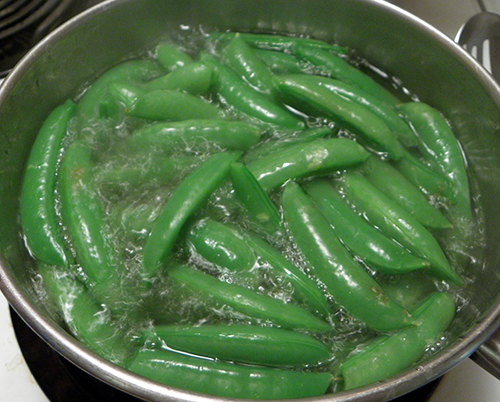 Peas boiling in water