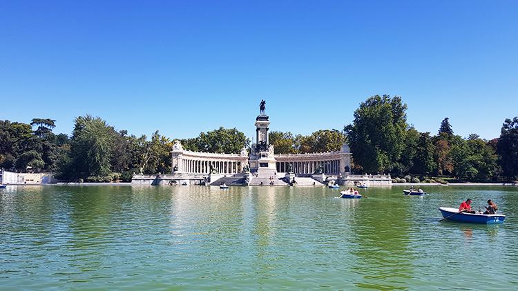 Parc El Retiro : bassin d'eau