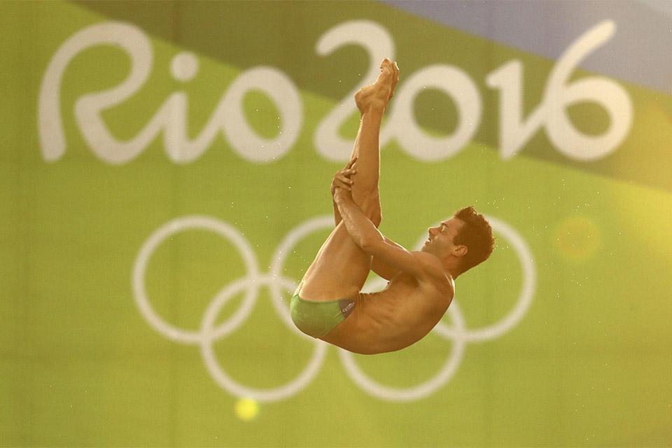 Hugo Parisi passa para a semifinal dos saltos ornamentais. Foto: Reuters/Stefan Wermuth/Direitos Reservados