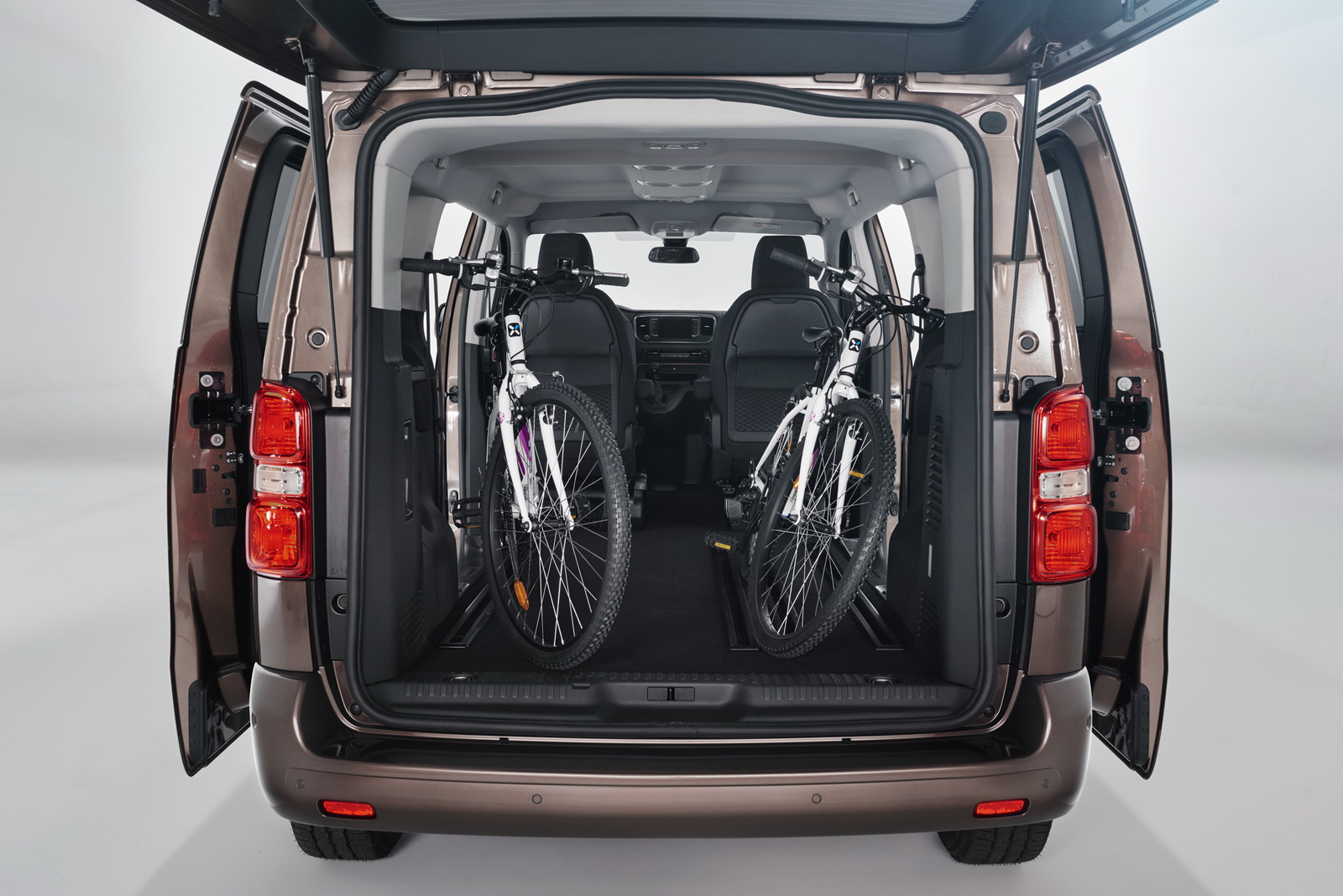 New Toyota Proace Verso Mpv Detailed Offers Seating For