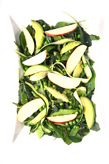 This Green Spring Salad is light and fresh for spring with a tangy lemon vinaigrette, avocado, apples, pea pods and zucchini. www.nutritionistreviews.com