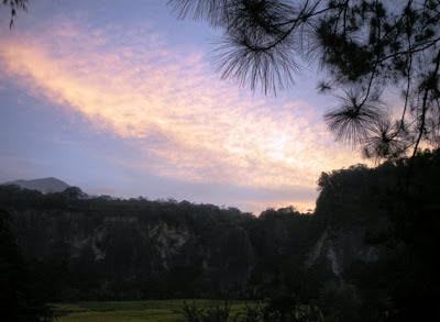 Senja di Ngarai Sianok, Bukittinggi, Sumatera Barat