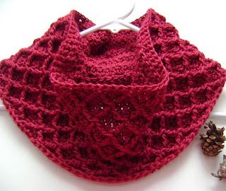 http://translate.googleusercontent.com/translate_c?depth=1&hl=es&prev=/search%3Fq%3Dhttp://theyarnbox.com%26safe%3Doff%26biw%3D1429%26bih%3D984&rurl=translate.google.es&sl=en&u=http://www.mooglyblog.com/free-pattern-diamond-crochet-cowl/&usg=ALkJrhj1jIg4k6_vNEebn6Ns4SFYwNtMzQ