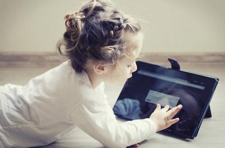anak lihat pornografi