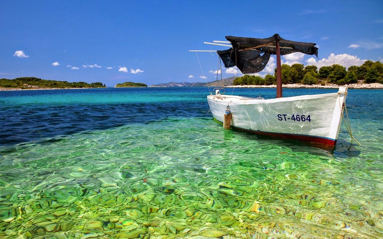 Ocean HD wallpaper with boat
