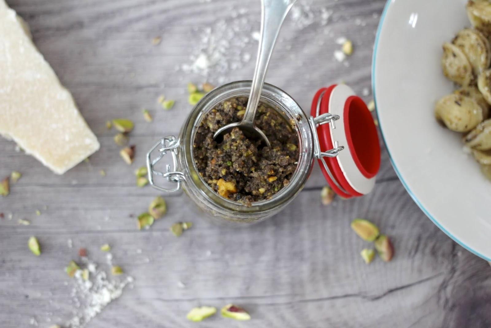 Pasta mit Oliven Pistazien Pesto