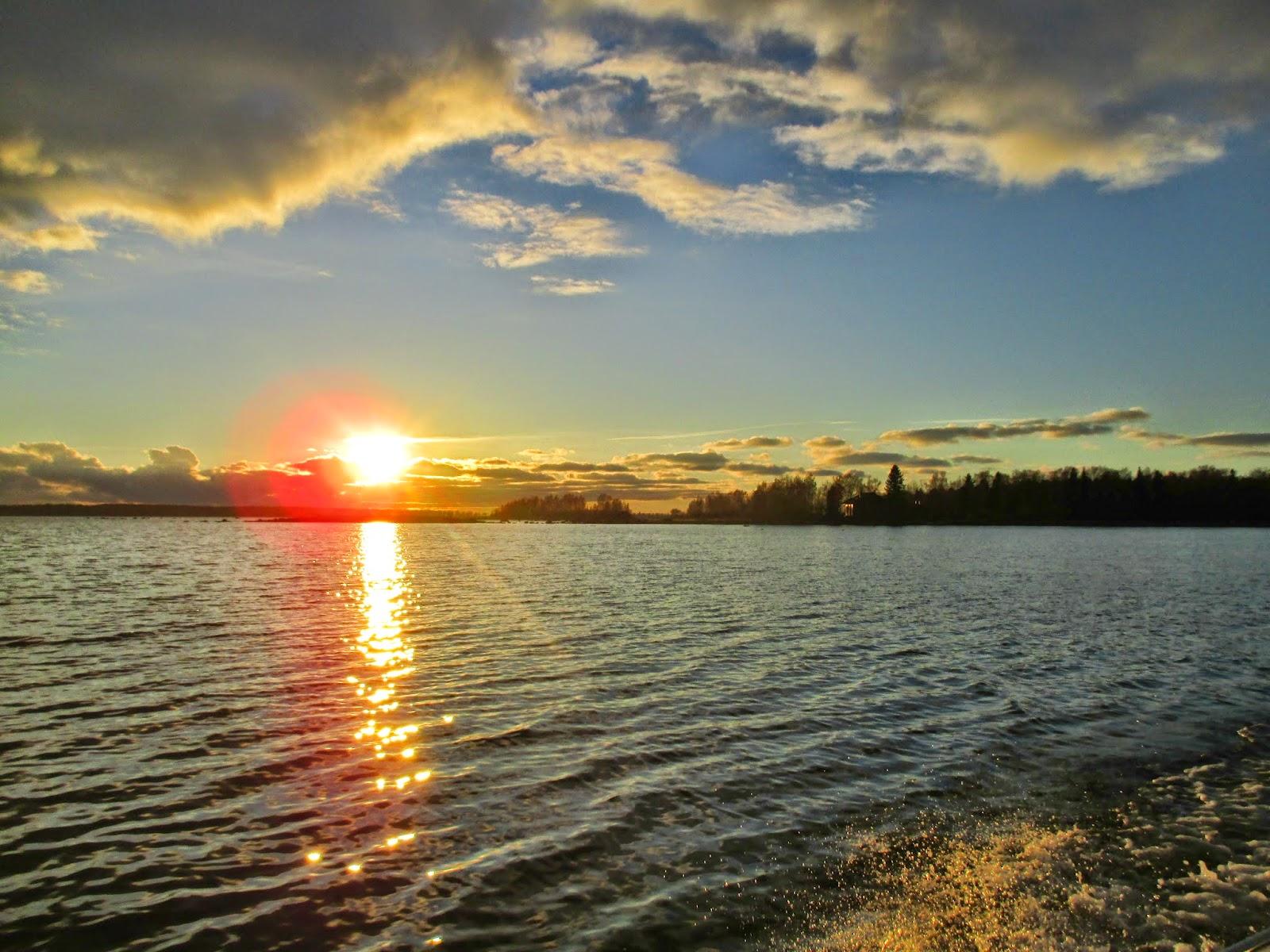auringon lasku, lokakuun aurinko, meri, auringonsilta, irjan kuva, pilvet, taivas
