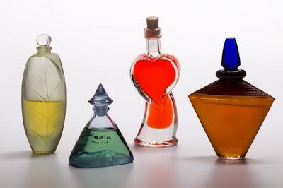 תמונה של בקבוקי בושם לגבר לפני העיצובים המודרניים