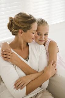 10 Ide Kado yang Bermanfaat untuk Ibu