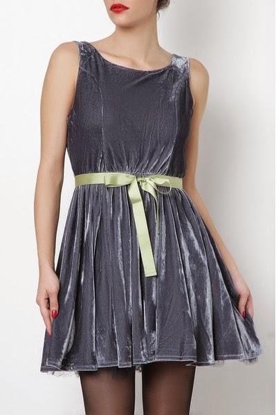 Vestido de terciopelo con lazo