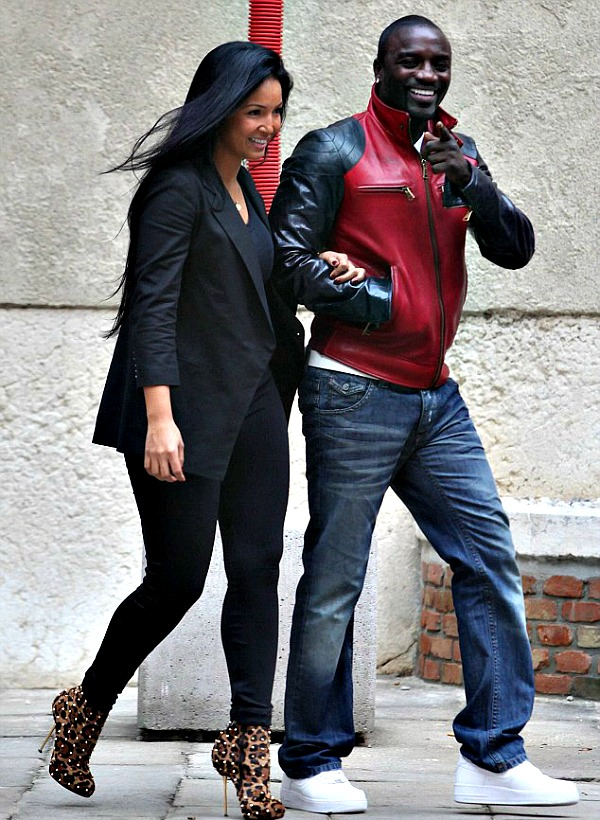 Akon%2Bsteps%2Bout%2Bwith%2Bone%2Bof%2Bhis%2Bwives%2Bin%2BFrance%2B1.jpg